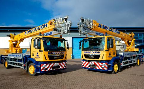 Eight powerful truck-mounted cranes of type AK 44/4000 from Böcker are to be used in the United Kingdom. Photo: Kranlyft UK