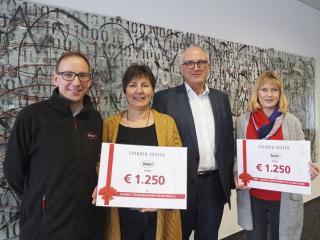 Symbolische Spendenübergabe: Martin Bachmann, Dagmar Hildebrandt-Linne, Mahr-Geschäftsführer Stephan Gais und Barbara Möllmann (v.l.n.r.)
