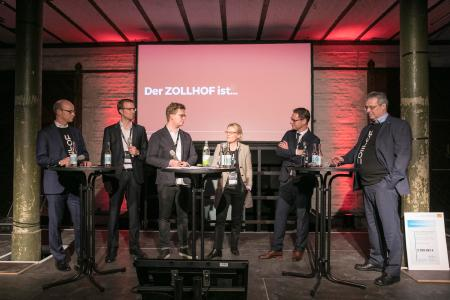"Representatives of the founding partners (Siemens, Schaeffler, HUK-Coburg, NÜRNBERGER, and N-ERGIE) participated in a panel discussion under the motto ""Startup meets Corporate"". On the left: Prof. Dr. Tim Hosenfeldt, Senior Vice President Corporate Innovation at Schaeffler / Photo: Zollhof"