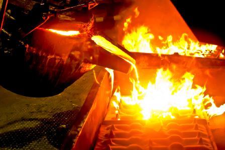 Als Spezialist für berührungslose Temperaturmessung bis 3000 °C hat DIAS Lösungen entwickelt, die speziell auf Gießereien abgestimmt sind.  Die Herausforderung besteht darin, dass konstante Temperaturmessungen von Gießstrahlen mit der fortschreitenden Automatisierung von Gießanlagen immer wichtiger für einen störungsfreien Betrieb sind und aufgrund von Materialschwankungen, unterschiedlichen Betriebsparametern des Schmelzofens, Umgebungsvariablen oder unterschiedlich hohen Lufteinschlüssen in der  (shutterstock/zmkstudio)