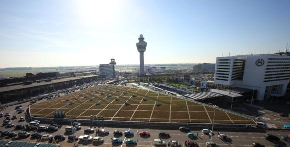 Schiphol Plaza (central terminal) at Schiphol Airport in Amsterdam is the first building in the Netherlands to combine green roofing with a solar energy system, Photo: ZinCo
