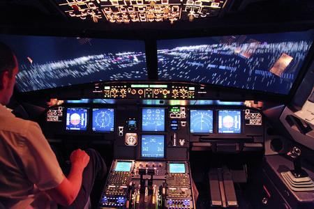 Die Hochleistungs-Projektoren von projectiondesign ermöglichen ein äußerst realitätsnahes Flugtraining in der Pilotenausbildung