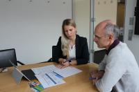 Nicola Pauls von der Handwerkskammer Region Stuttgart berät Handwerker in Sachen Personalstrategie und Rekrutierung. Foto: HWK