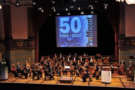 Mit beschwingten Melodien von Beethoven, Salieri, Mozart, Strauß und Bizet begleiteten die Heidelberger Sinfoniker die Jubiläumsveranstaltung
