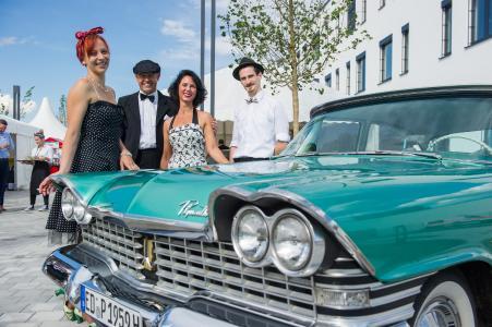 """IT-Dienstleister noris network feierte die Eröffnung seines Rechenzentrums München Ost in Aschheim mit einer 50er-Jahre-Mottoparty: """"Let's rock IT"""" (Bildquelle: noris network)"""