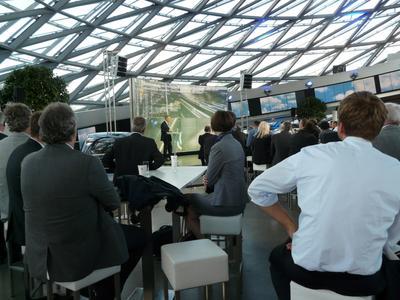 Im vergangenen Jahr waren über 300 Besucher zum Automotive Forum des Carbon Composites e.V. nach München gekommen. 2013 wird die Gläserne Manufaktur von Volkswagen in Dresden der Veranstaltungsort sein