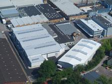 Links Halle 1, rechts die ebenfalls neue Vormaterial-Logistik-Halle.
