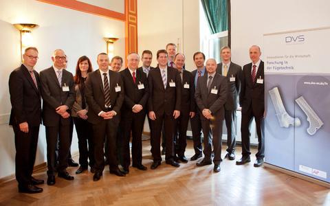 """Die Vortragenden des DVS-Forschungsseminars """"Kunststofffügetechnik in Leichtbau und er-neuerbaren Energien"""" / Bild: DVS"""