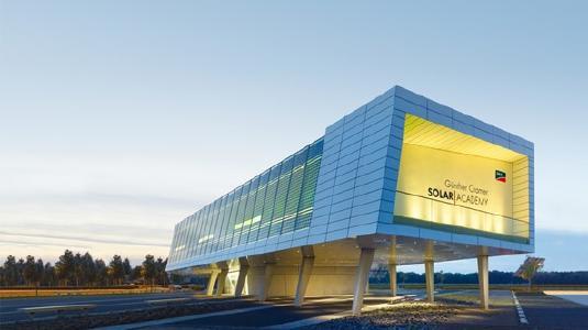 Die SMA Solar Academy baut das weltweite Trainingsangebot für PV Fachleute aus