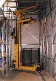 Ein weiterer Zwischenschritt waren kurvengängige Regalbediengeräte. (Foto: Dematic)