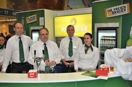Von links: Achim Kalweit (Geschäftsführer Distelhäuser Brauerei), Roland Andre (Geschäftsführer und Braumeister Distelhäuser Brauerei), Robert Freitag (Biersommelier der Distelhäuser Brauerei) und Olivia Sumser (Braumeisterin der Distelhäuser Brauerei)