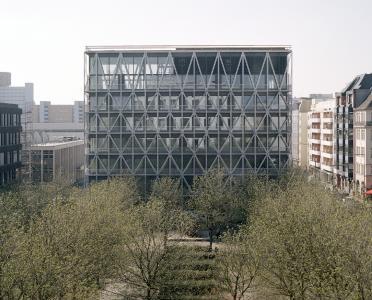 Erster Preis Architektur: Das neue TAZ-Gebäude in Berlin von E2A Piet Eckert und Wim Eckert Architekten ETH BSA SIA Architekten mit feuerverzinkter Fassade. (Foto: Rory Gardiner)