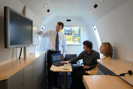 Mit Vollgas ins neue Jahr: ONStor-Reseller Kramer & Crew präsentiert die neue Generation von NAS in ihrem mobilen Rechenzentrum