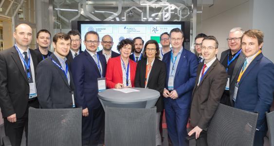 Die Unterstützer der Initiative KI-Hub Sachsen bei der Auftaktveranstaltung am 2. April 2019 / Bildquelle: InfAI/Swen Reichhold