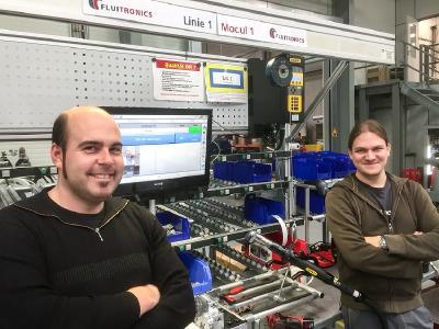 Herr Stefan Djordjevic, Arbeitsvorbereitung Production Engineering und Herr Dennis Gralke, Mechatronic Engineering bei der Fluitronics GmbH