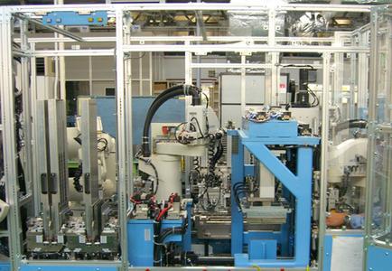 Beispiel Servomotorenproduktion:Kleine Serien, viele Varianten und der globale Wettbewerb stellen hohe Anforderungen an die produzierende Industrie.Doch die Automatiserungstechnik und speziell die Robotik halten wirtschaftl. Lösungen bereit