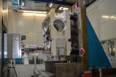 Auf dem riesigen Union Bohrwerk für die Schwerzerspanung kommen die extrastarken AMF-Module K40-H für die Werkstückdirektspannung zum Einsatz.