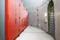 Im Fuß des 13 Meter breiten und150 Meter hohen Stahlbetonturmes einer Windkraftanlage sind vier feuerbeständige IT-Sicherheitsschränke aufgestellt Die Daten sind in den IT-Safe-Schränken vor fremdem Zugriff und vor EMV-Störungen (elektromagnetische Verträglichkeit) geschützt