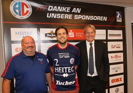 (Foto: © hl-studios, Erlangen) Cheftrainer Frank Bergemann (links) und Aufsichtsratsvorsitzender Dr. Carsten Bissel (rechts) erhoffen sich viel von Moritz Weltgen