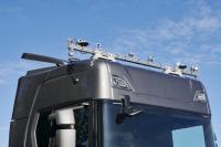 Scania S500 mit zehn Kameras auf dem Dach, zwei Corner-Lidars, Front-Radar und RTK-GPS (Real Time Kinematic)