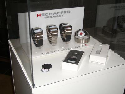 Der Chip kann in eine Chipkarte, eine Uhr, einen Schlüsselanhänger oder einen beliebigen anderen Gegenstand eingebaut werden (Foto: HSchaffer GmbH).