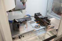 Rüstzeiten runter, Flexibilität rauf: Mit AMF Nullpunktspannstation und Adapterplatten.