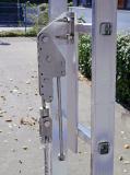 Ein Systemfalldämpfer am oberen Befestigungspunkt schützt Steigsystem und Leiter.