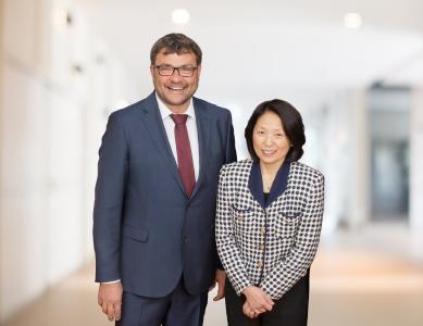 Plasmatreat-CEO Dipl.-Ing. Christian Buske und Dr. Shawn Gayden (Architected Batteries Unbound LLC) haben gemeinsam mit dem Investor Walden Intern. das Start-up Intecells in den USA gegründet