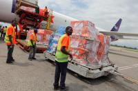 FedEx, Direct Relief, International Medical Corps und Heart to Heart International liefern gemeinsam Hilfsgüter nach Haiti