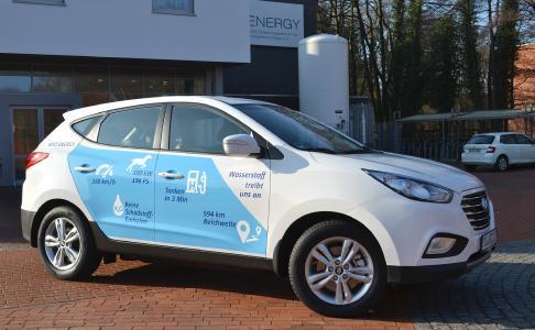 next energy nutzt erstes brennstoffzellenauto der region. Black Bedroom Furniture Sets. Home Design Ideas
