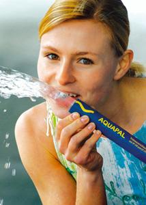 AQUAPAL® from ContiTech – approved as a drinking water hose and labeled accordingly. Its blue NBR jacket with the yellow wavy line is recognizable at a glance