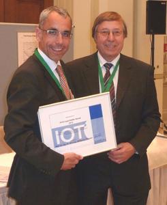 Preisträger Prof. Dr.-Ing. Wolfgang Tillmann (links) mit dem Namensgeber des neuen Preises, Prof. Dr. Erich Lugscheider