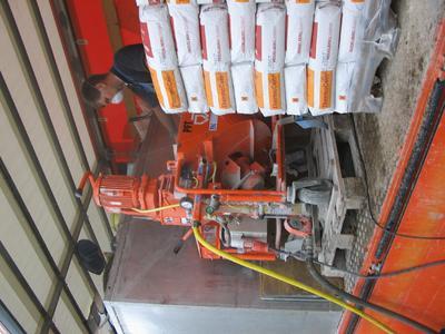PFT Maschine und Material werden auf einem Transportfahrzeug zur Baustelle gebracht und von dort aus wurde direkt verfüllt