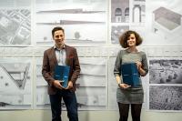Solveig Böttgenbach und Frederik Dethleffsen freuen sich über den mit jeweils 1.500 Euro dotierten Karl-Engeland-Preis / Foto: Hochschule Bremen / Thomas Ferstl