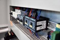Mit den ebenso einfachen wie individuellen IIoT-Lösungen von IoTmaxx können Schaltschrankbauer unabhängig vom Kundennetzwerk das einwandfreie Funktionieren einer SPS aus der Ferne überwachen