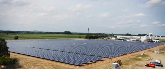 On the grounds of the former sugar factory in Gross Munzel, AS Solar has built the largest solar park in the Hannover metro area