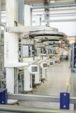 Dentsply Sirona fühlt mit 3D-Simulation von DUALIS Produktionsprozessen auf den Zahn