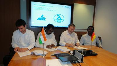 BIS goes India: at the signing ceremony – from the left – Tobias Eitel (BIS Group), N. Syamaprakash (Chairman and Managing Director Neo Structo), Dr. Rudolf K. Jürcke (COO BIS Group), D. Syamaprakash (Director Neo Structo)