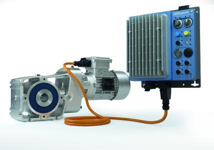 LogiDrive-Antriebe bestehen aus einem zweistufigen Kegelradgetriebe, einem IE4-Synchronmotor und einem NORDAC LINK Feldverteiler – ein perfekt abgestimmtes Antriebssystem für Intralogistik- und Flughafenanwendungen