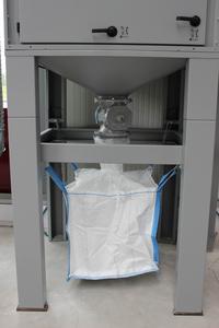 Die Zellenradschleuse befördert die Partikel kontinuierlich in das Big-Bag.