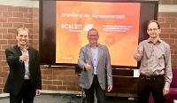 Alexander Treß, Dr. Arnd Menschig und Dr. Gerd Bauer (von links) freuen sich über die Gründung der ScaleIT-Genossenschaft und den Rückhalt der Mitglieder.
