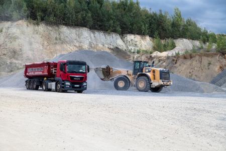Mit einem eigenen Fuhrpark transportiert die Metzner GmbH seine Bauprodukte