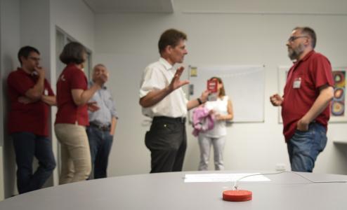 Rot, klein und smart: Das Mikrofonsystem im Projekt