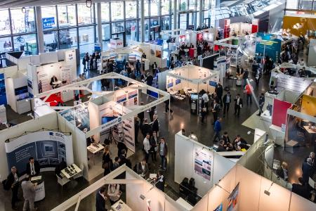 The exhibition on the ground floor of the Forum Messe Frankfurt with well-known companies from the industry