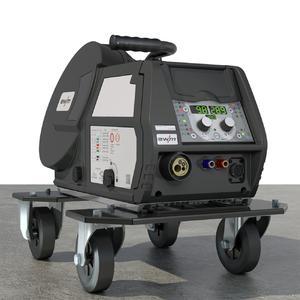 """""""drive 4X"""" für alle Multimatrix-MIG/MAG-Schweißgeräte - Das Universal-Drahtvorschubgerät """"drive 4X"""" mit seiner neuen """"eFeed""""-Antriebseinheit eignet sich für alle """"Multimatrix""""-MIG/MAG-Schweißgeräte von EWM. Es ist eine komplette Eigenentwicklung des größten deutschen Herstellers von Lichtbogen-Schweißtechnik. Für besondere Anwendungen gibt es eine Vielzahl von Optionen, beispielsweise einen Radsatz, auf dem sich der Koffer mühelos bewegen lässt (Foto: EWM AG)"""