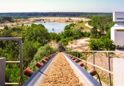 UNIKA Kalksandsteine bestehen aus den natürlich vorkommenden Rohstoffen Kalk und Sand. Der Sand wird in unmittelbarer Nähe zum jeweiligen Produktionsstandort gewonnen