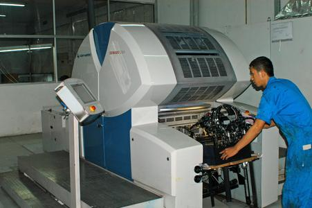 The Genius 52UV one-man machine with its high degree of automation for ease of operation is predestined for small and medium print runs with extremely short job changeover times. In the PT Printec printing shop subsidiary of the Indonesian Sansico Group, two waterless Genius 52 UV small format machines from KBA-MetroPrint have been operating for some time, mainly on plastic and other non-absorbent substrates
