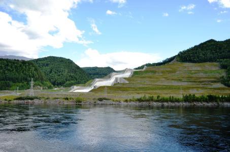 Flussumleitung über Berge: Russische Ingenieurbaukunst erweist sich als sehr einfallsreich, wenn es gilt, die Kräfte der Natur nutzbar zu machen und zum Wohle des Menschen zu kanalisieren. (Foto: Achim Zielke)