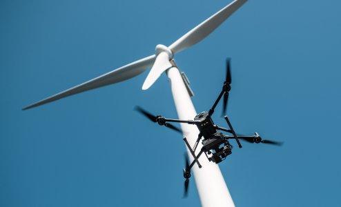 Sulzer Schmid und Energie-Dienstleister ENERTRAG Betrieb verbessern die Rotorblattinspektion mit einem neuen drohnengestützten Messverfahren zur Prüfung von Blitzschutzsystemen