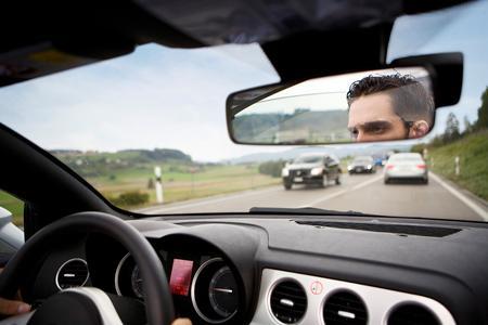 Deutsche Autofahrer stehen auf dem Weg zur Arbeit mehrheitlich im Stau / Die Meisten sind sowohl auf dem Hin- als auch auf dem Rückweg von stockendem Verkehr betroffen